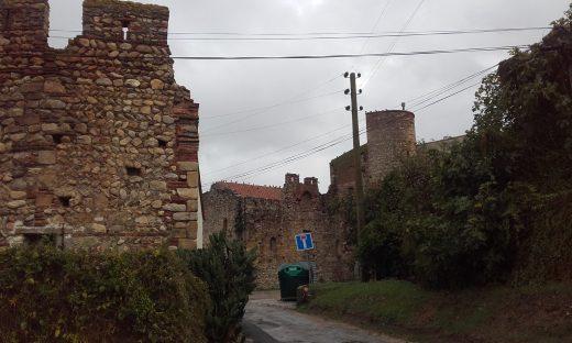 Vue du site et de la chapelle.